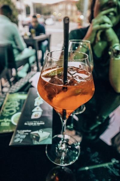 Boire un verre en terrasse