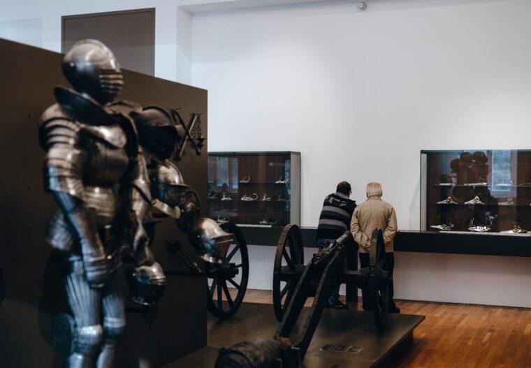 Julien_Tamara (1) Musée d'art et d'industrie armes