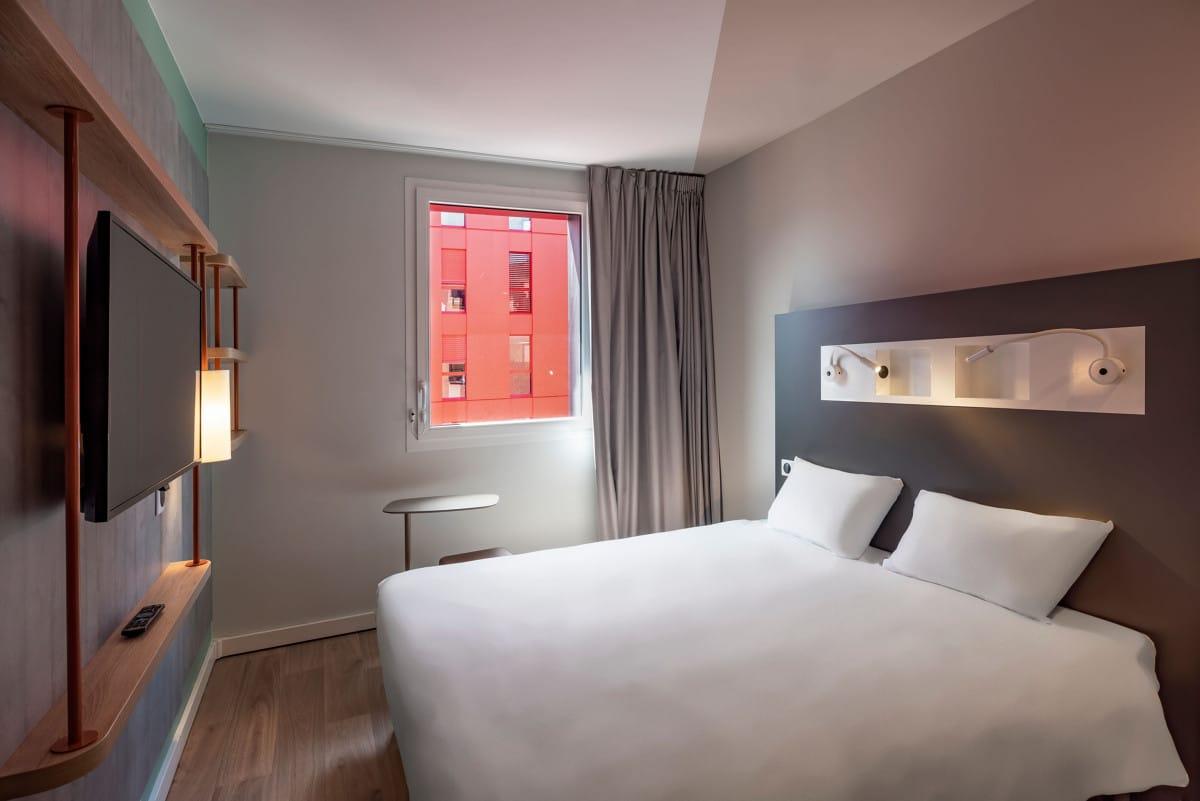 Hotel_Ibis_Budget_Saint-Etienne_Centre_Gare_Chateaucreux___Chambre-Inscrire_la_legende-78113-1200px